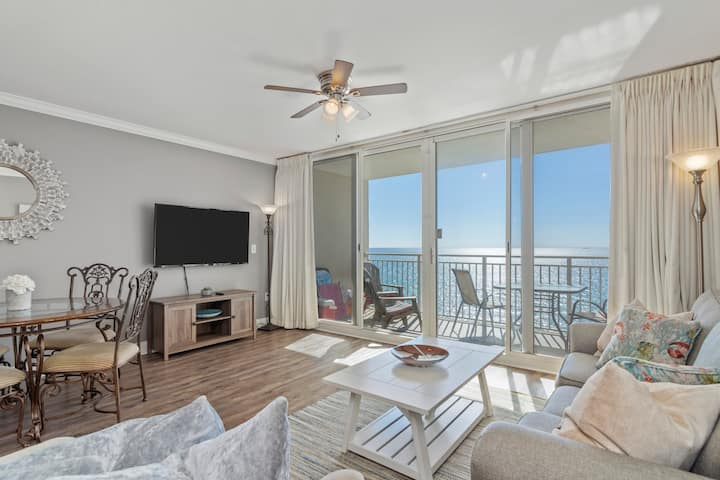 ⛱️ New Luxury 1BR Beachfront Sleeps 6!