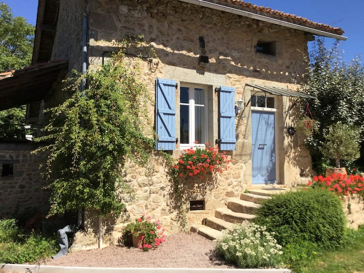 La Noix: Gite With Heated Pool And Garden