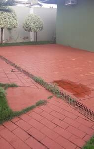 estacionamento em cada bangalô