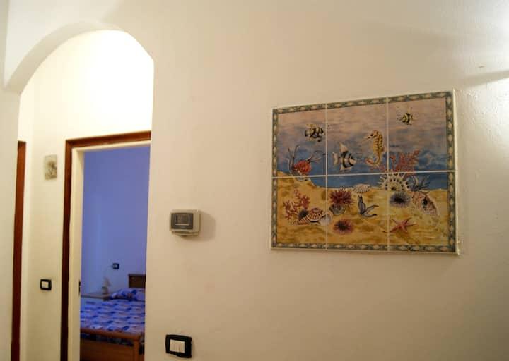 La Conchiglia : 50 meters  to the  Fegina beaches