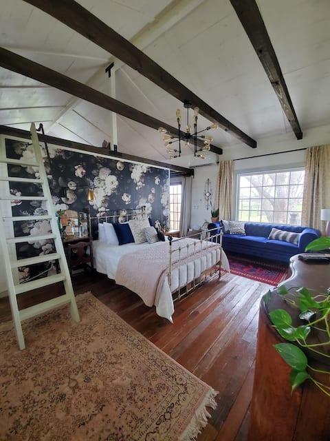 Mockingbird Fields- Nesting Suite