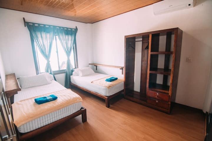 Surf House Jamburae Lodge Nias - Twin Room 1