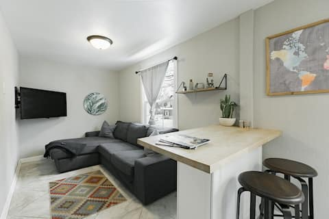 Modern Southern Master Suite 1BR in Midway