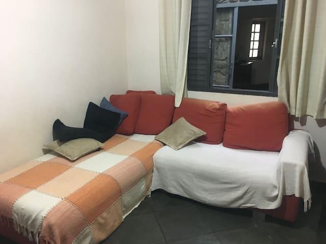 Sala de tv e 1 sofa cama