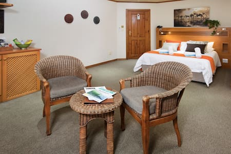 Room 6 at African Perfection 1 has a double bed and en-suite bathroom. The tea/coffee station is there for your convenience with complimentary rusks, milk, coffee and a selection of teas.   A fully stocked mini bar and sleection of snacks available.