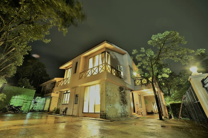 Lonavala Massive Villa - The Majestic Villa -4BHK
