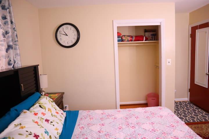 Nice Room near FDA and ARL
