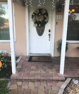 Main entrance small step in porch and door
