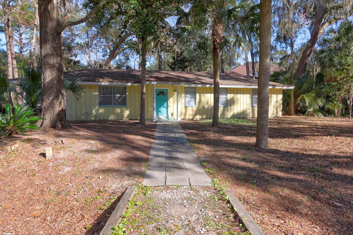 Only 2 Blocks from the Beach and Coligny Plaza!!