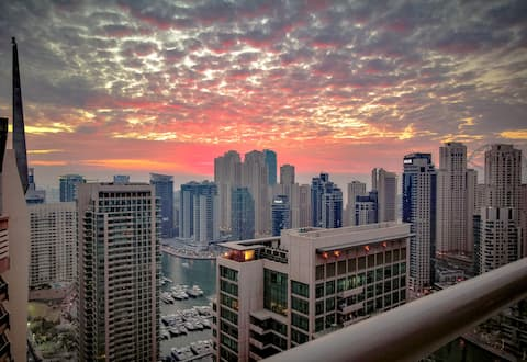 30th Fl. Dubai Marina Apt, w/ Stunning Views
