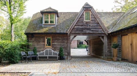Spacious Luxury 1 bed  Barn conversion apartment