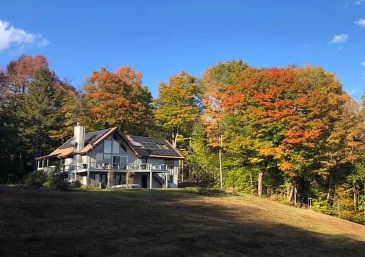 Blue Mountain View, Lovely Getaway-Pond & Sledding