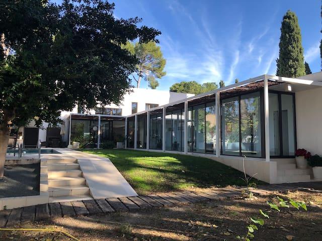 Take a break¡ Wonderful villa with pool and garden
