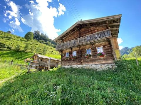 Cabane avec charme dans les montagnes