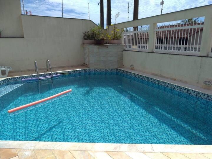 Casa com piscina para temporada em Peruíbe