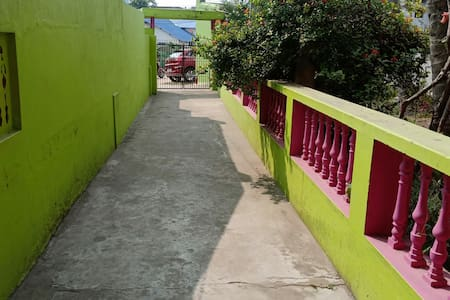 Wide Entrance with no Staircase