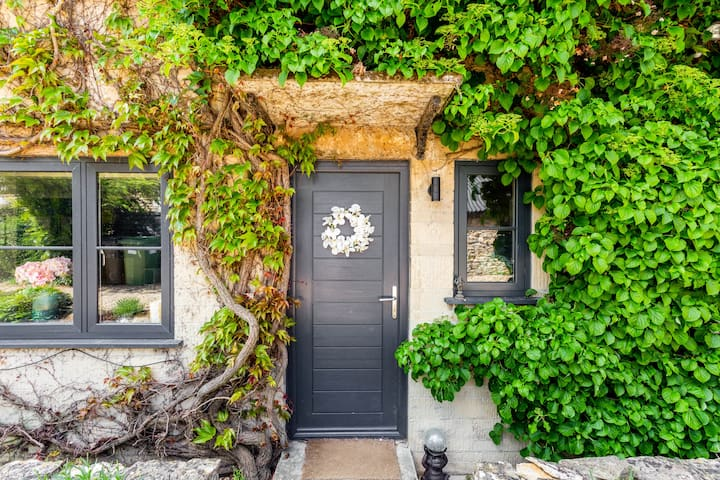 Charming Cotswolds Cottage in Lechlade