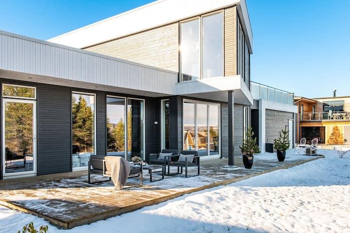 Ny funkisvilla med formidabel utsikt mot Røros.