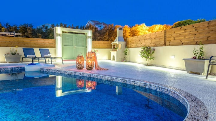 Villa Coral with private pool at 100m from the sea
