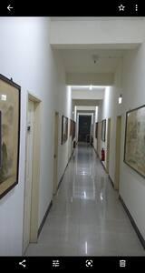 宿舍內寬敞明亮的走廊及無障礙空間