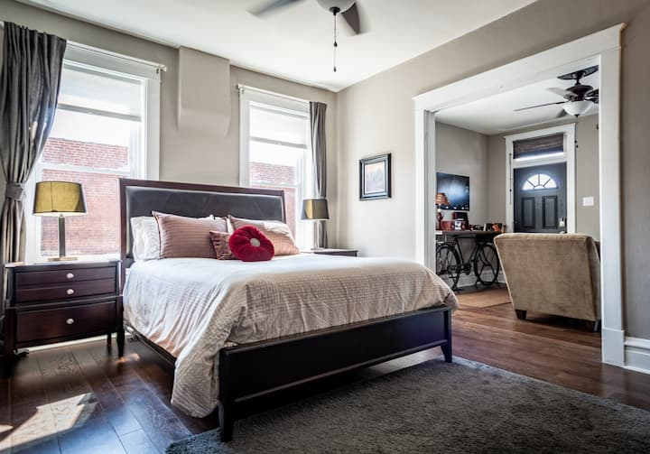 The Chocolate Suite—Centrally Located Cozy Retreat