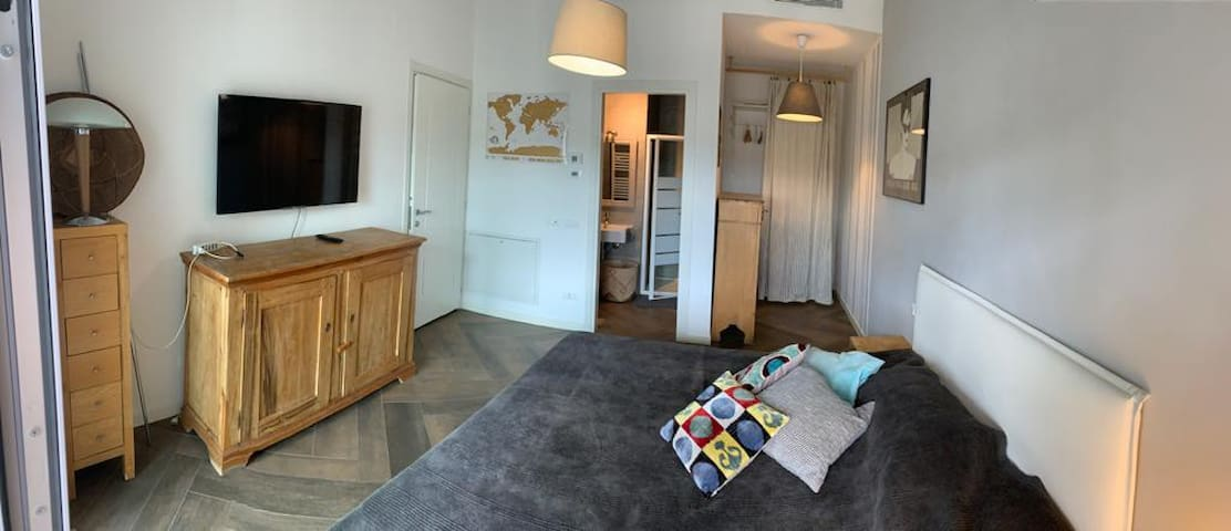 Larger room, queen bed ideal for two people, very comfy mattress, personal bathroom with shower, Smart TV, large storing space
