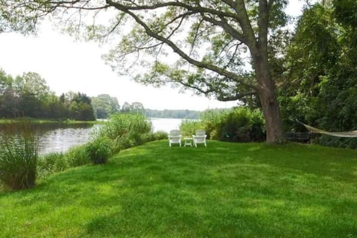 Waterfront Cottage - 3 bedroom - Great Views!