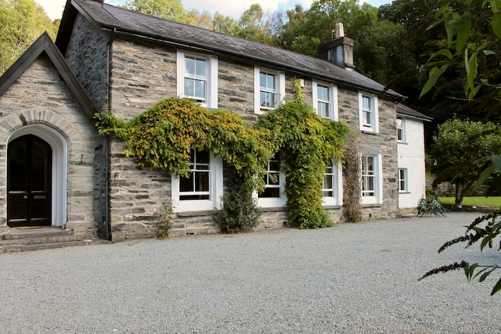 Victorian Gentleman's Residence/Snowdonia Nat. Pk