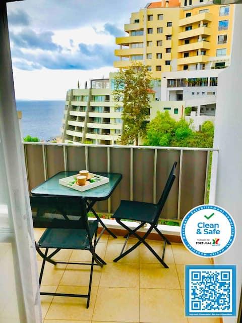 Apartamento Litoral Brilhante com piscina