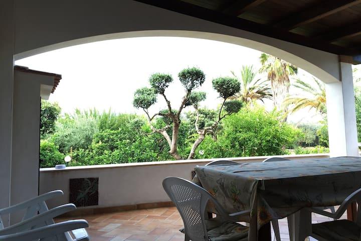 Villino con giardino Aranci a 100 mt dal mare