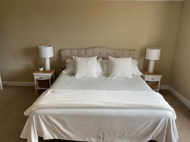 King Bed w/ closet