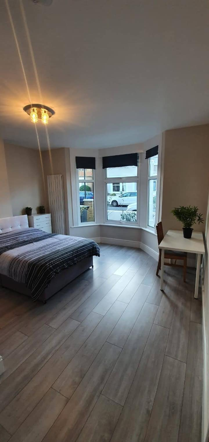 Stunning Ensuite Bedroom- 15 Mins > Central London