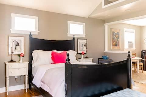 Cottage Suite /  Private Entrance