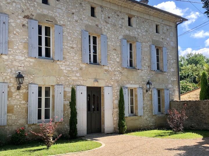 Domaine des Monges-Riverfront manor-Madeleine