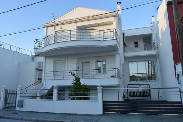 Picturesque Villa next (40m/100ft) to seafront.