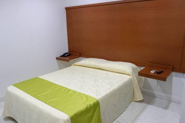 Habitación Doble, cama matrimonial.