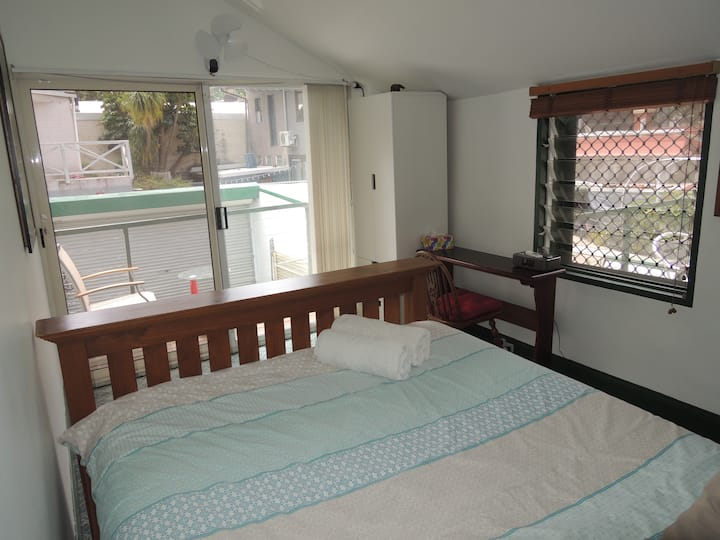 Private room with balcony S big house city centre