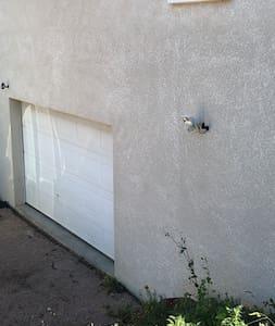 accès garage éclairé