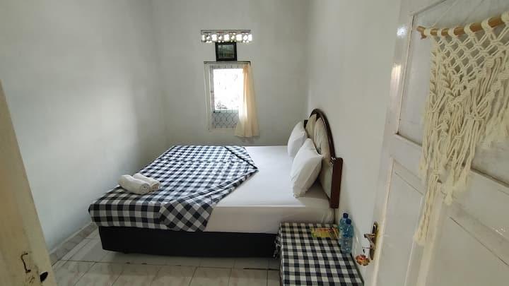 Double Room Authentic near Sekumpul Fiji Waterfall