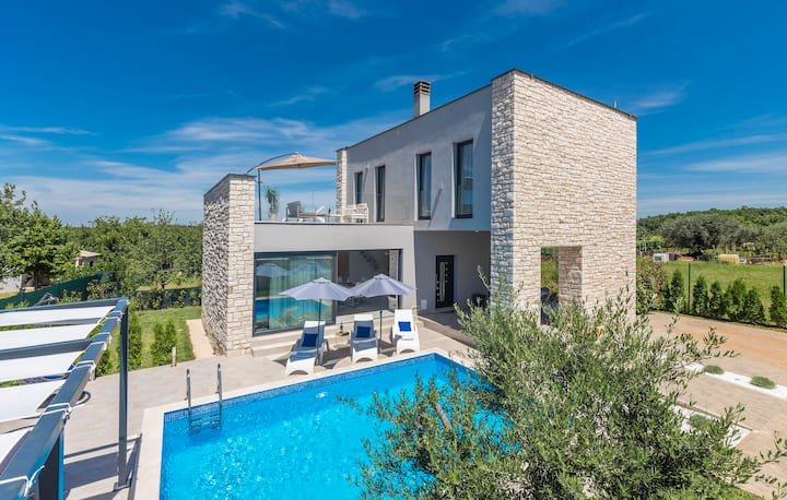 Villa Selest, luxury house in Istria with pool