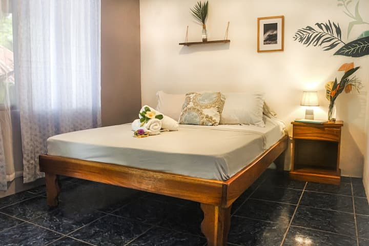 Private Room Costa Rica with pool & breakfast