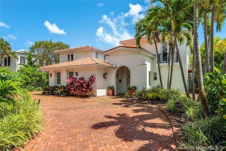 New! Renovated Miami Villa - Pool, Waterfront!