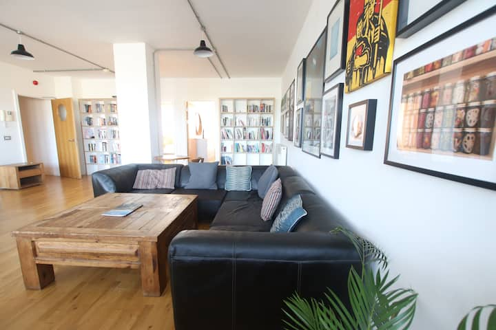 Funky flat in the heart of Bristol - free parking