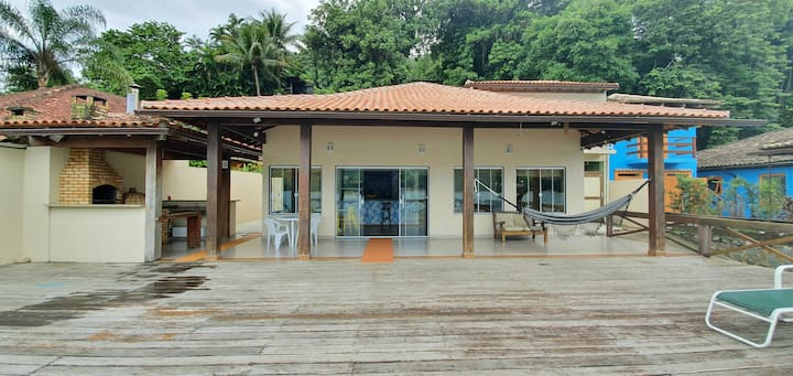 Casa beira mar em condomínio, c/ deck sob a água