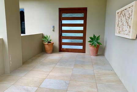 Well lit entry from driveway to house & no stairs on entry, no stairs from entry to kitchen to main dining areas and take the lift down to the bedrooms, no need to carry any luggage downstairs or upstairs