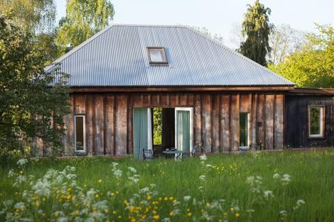 Barretts Barn: rural, sleeps 4: 5 miles from coast