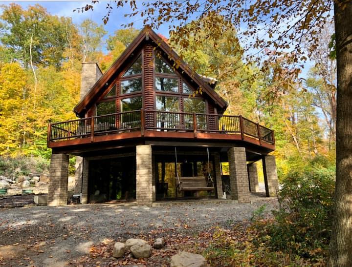 Streamfront Log Home Near 7 Springs
