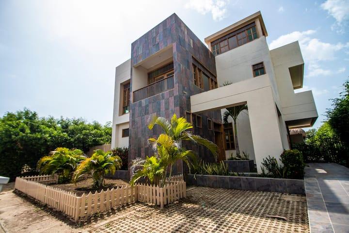 Casa de playa en condominio privado / Cartagena .
