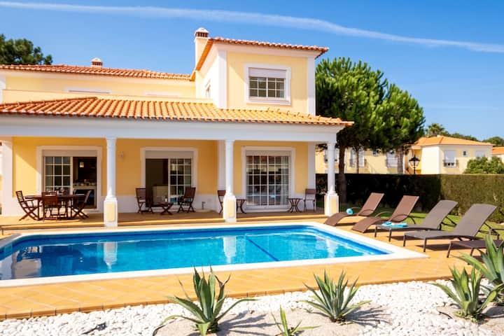 3 bedroom luxe villa WiFi & Pool, Praia d'el Rey