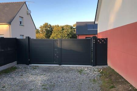 Place de parking avec accès direct à la rampe / terrasse en bois
